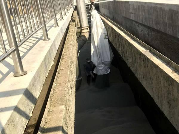 安徽黄山污水厂滤料安装现场