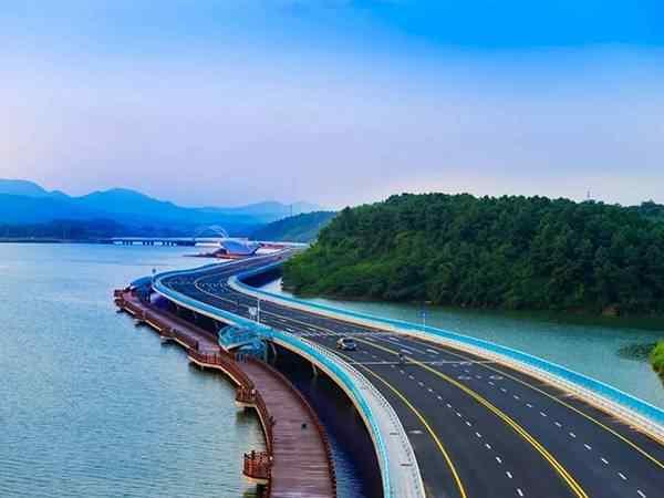 柳叶湖环湖路
