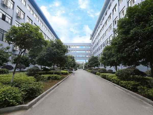 湘潭市工业贸易中等专业学校上《中国教育报》啦!