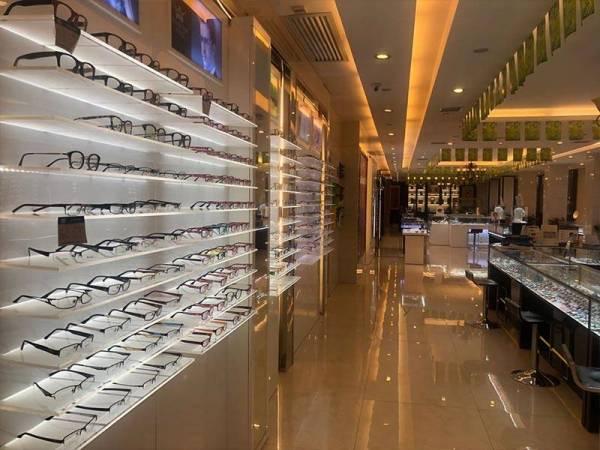 老杨明冠眼镜店展示