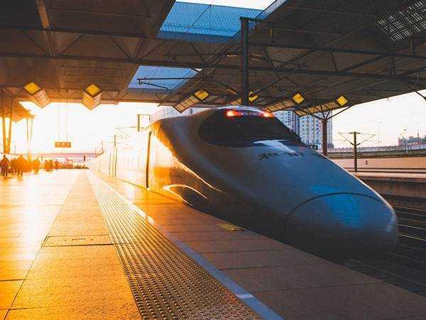 中国最 高速度等级中低速磁浮列车成功试跑