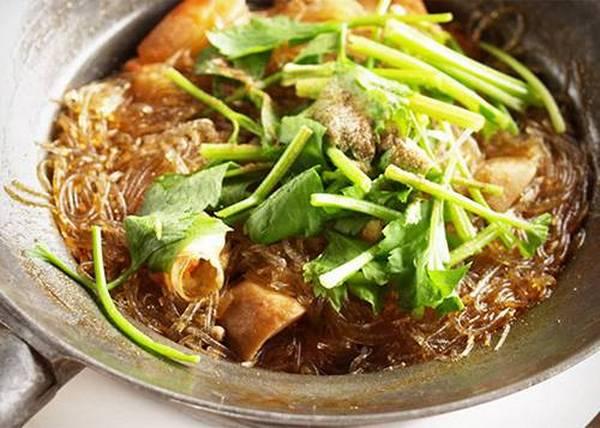 家里的红薯粉别浪费了,用来做这样的美食,味道特别棒!