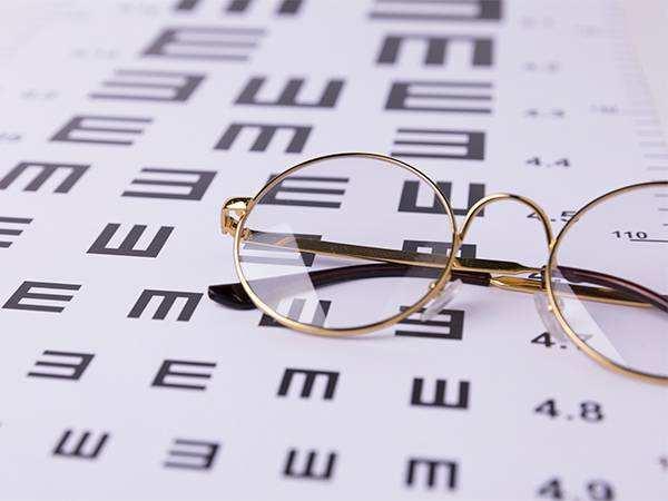 我在眼科见识了几乎所有的视力骗局