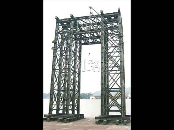 贝雷桥墩支柱