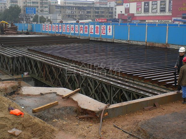 长沙地铁2号线中铁7局万家丽站长30米宽40米钢便桥