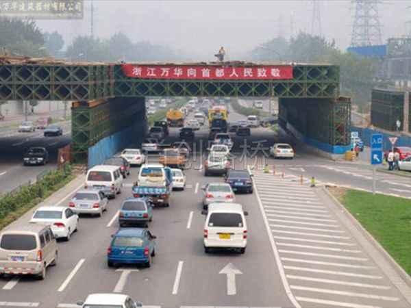 北京南站动车走行线5线立交贝雷支架