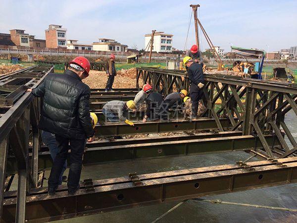 岳阳军山区指导安装现场照片18米三排单层加强型