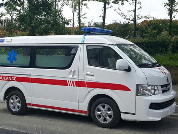 金杯新海狮2.0L监护型救护车