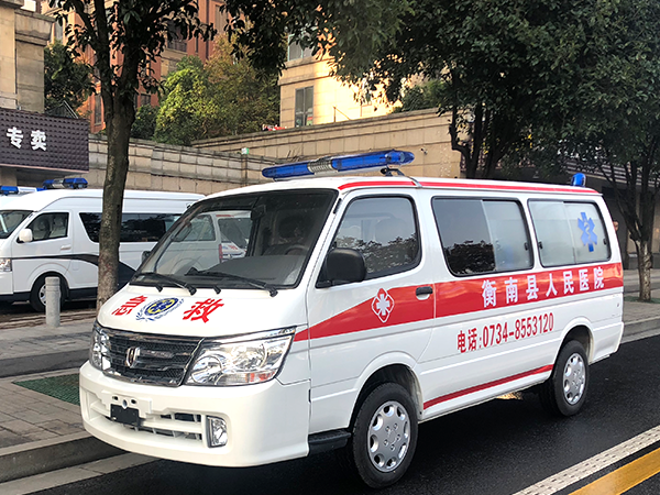 金杯海狮平顶2.0L转运型救护车