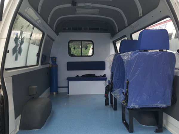 金杯海狮2.0L高顶转运型救护车