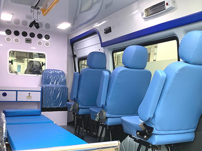 江铃福特新世代全顺V348长轴中顶柴油负压型救护车