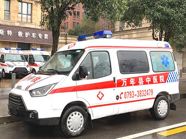 江铃特顺短轴中顶监护型柴油救护车