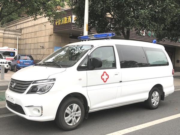 东风风行M5平顶1.6L汽油转运型救护车