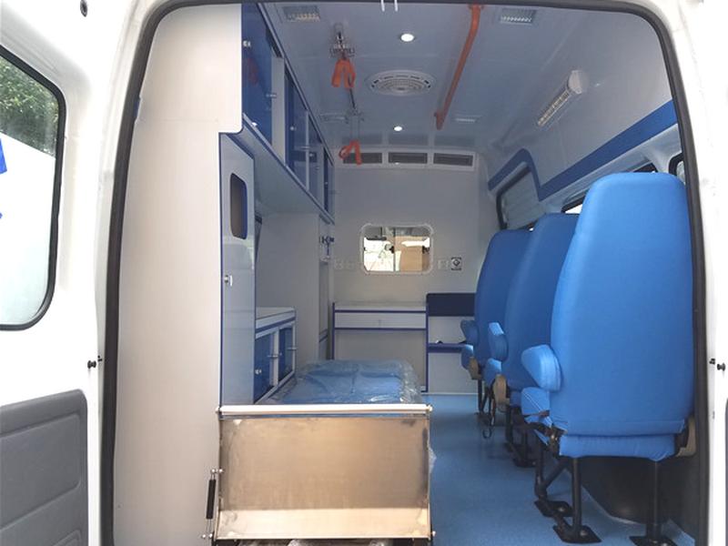 奔驰凌特长轴高顶柴油监护型救护车