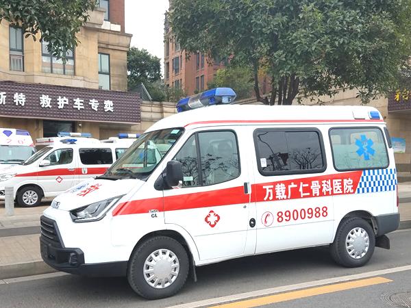 江铃特顺短轴中顶转运型柴油救护车