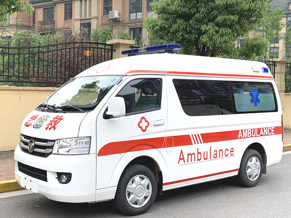 福田G7监护型救护车