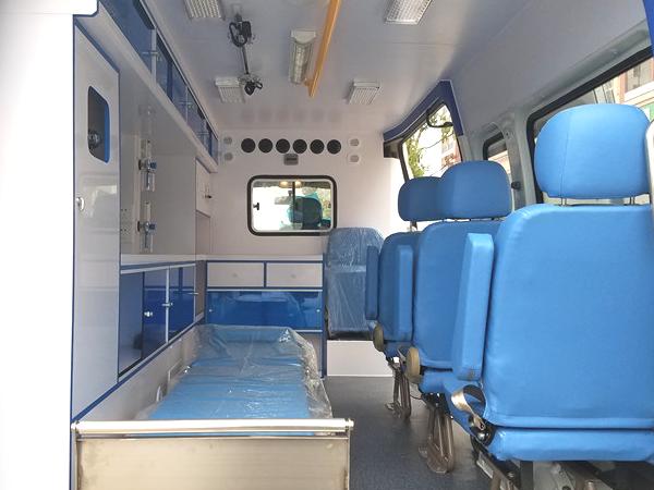 上汽大通V80长轴中顶柴油监护型救护车