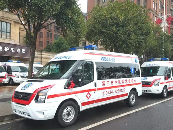 福特新世代全顺V348长轴中顶柴油监护型救护车