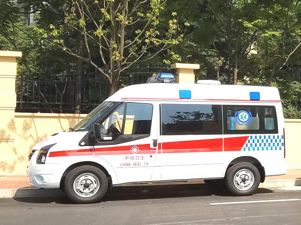 江铃福特新世代全顺短轴中顶柴油监护型救护车
