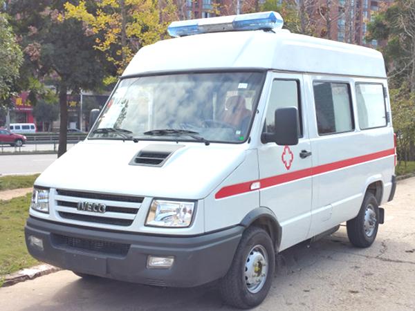 南京依维柯得意短轴柴油救护车