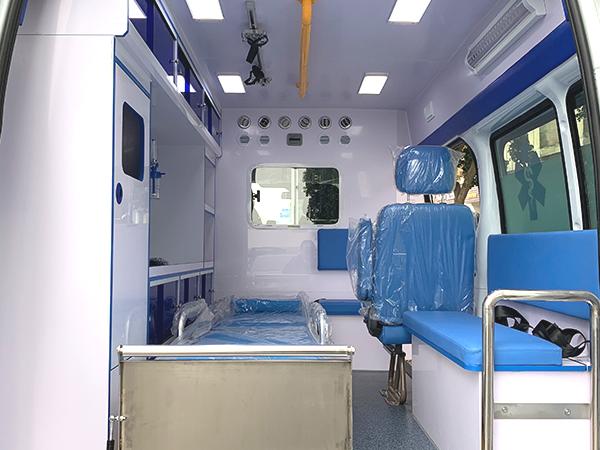 上汽大通Ⅴ80短轴中顶柴油转运型救护车