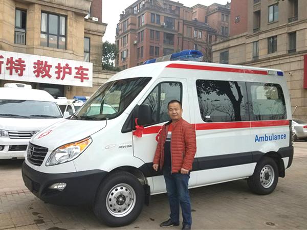 江淮星锐4系柴油短轴转运型救护车