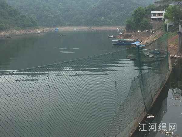 湖南吉首某水库的纯手工编织拦污网