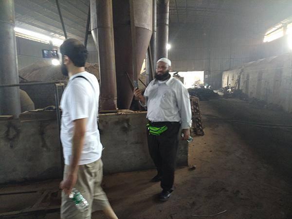 热烈欢迎科威特客户来公司采购木炭机设备及