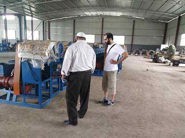 热烈欢迎科威特客户来公司采购木炭机设备及生物颗粒机设备