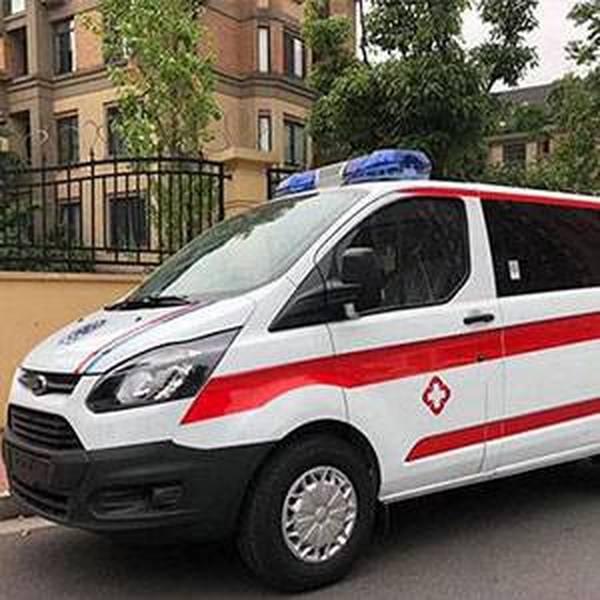 福特Ⅴ362短轴低顶自动挡救护车