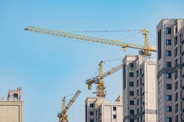 关于权限内建筑业企业资质延续审批实行告知承诺制的通知