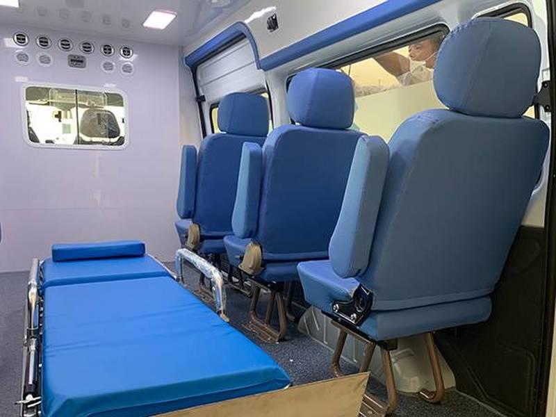 福特新世代全顺V348长轴中顶柴油转运型救护车