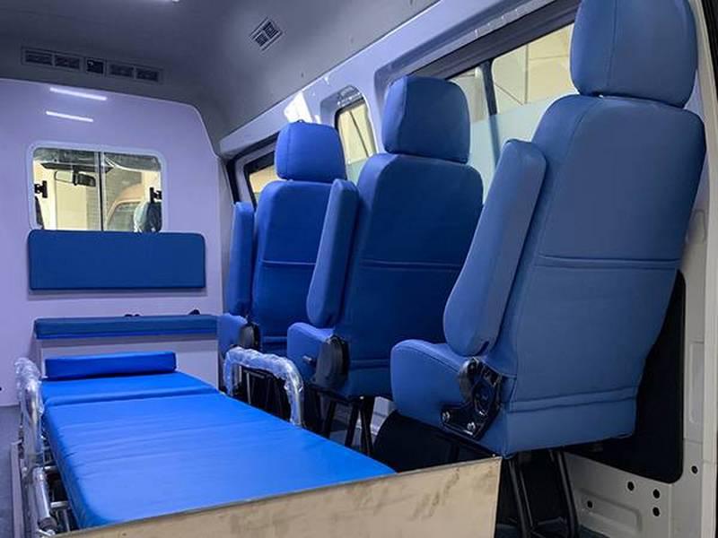 福田G7长轴高顶监护型救护车