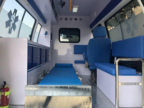 金杯阁瑞斯2.0L高顶转运型救护车
