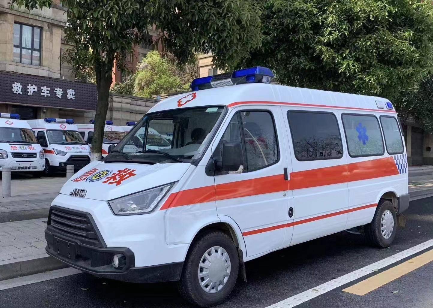 江铃特顺长轴中顶柴油监护型救护车