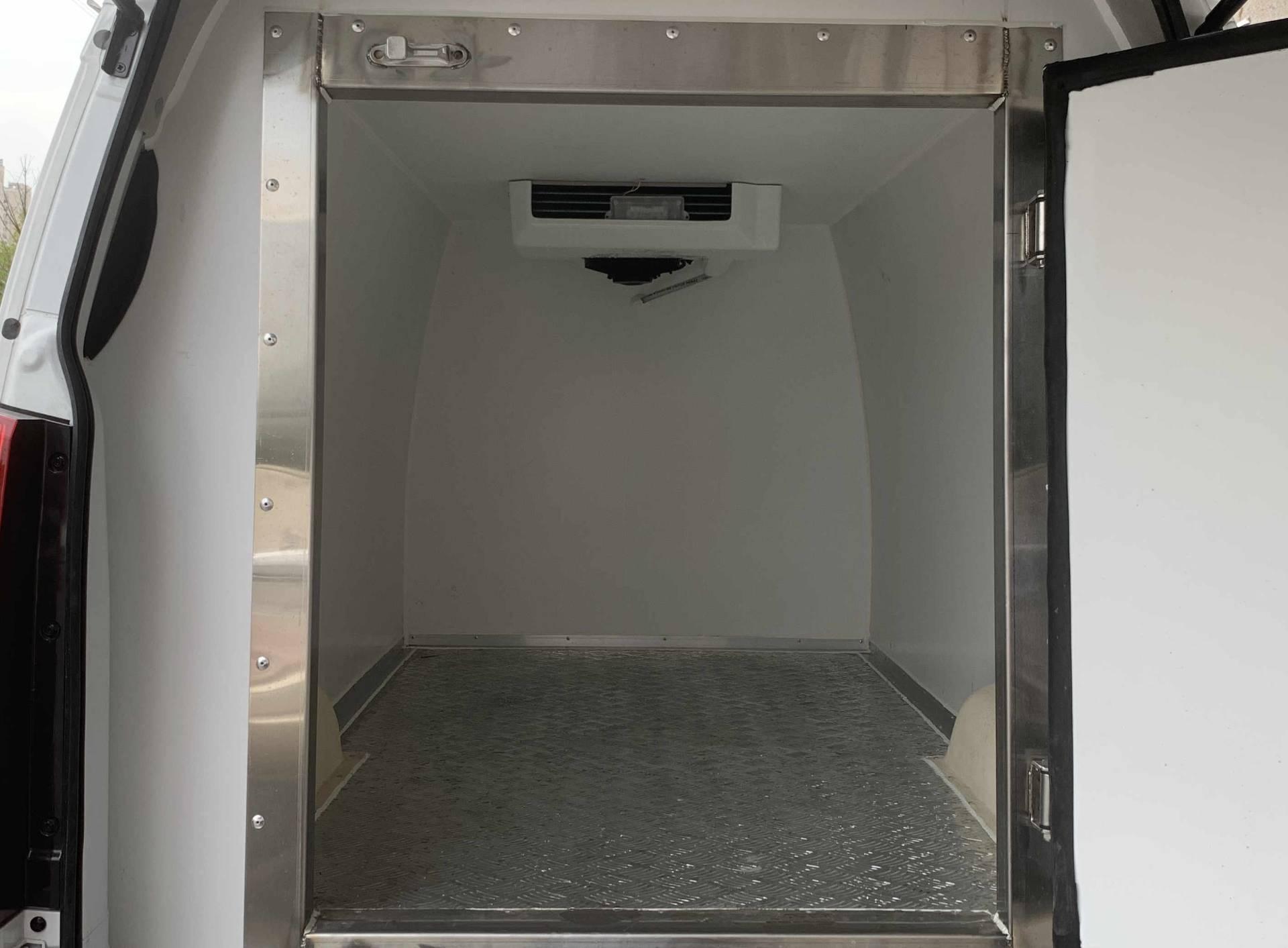 金杯海狮面包式药品单排座冷藏车
