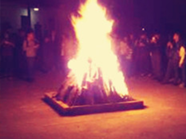 激情澎湃的篝火晚会