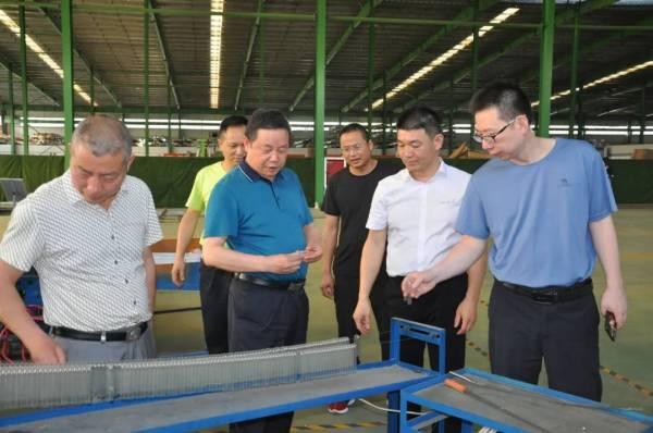 6月8日下午湖南省、市植保领导一行多人莅临湖南本业绿色防控科技股份有限公司参观指导工作!