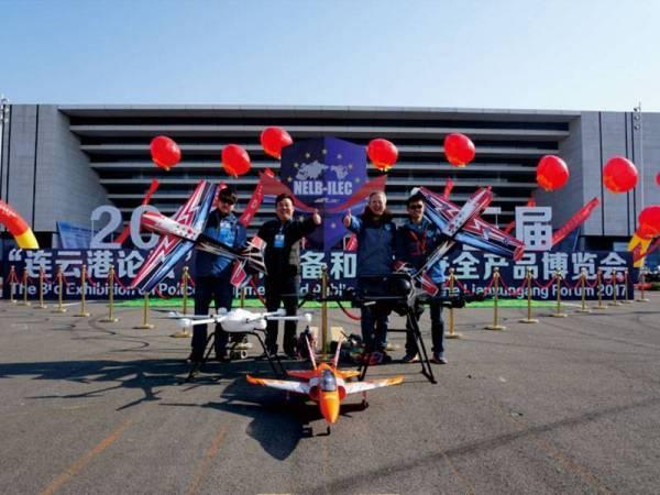 我校无人机团队做飞行表演